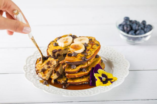 chocolate-chip-pancakes
