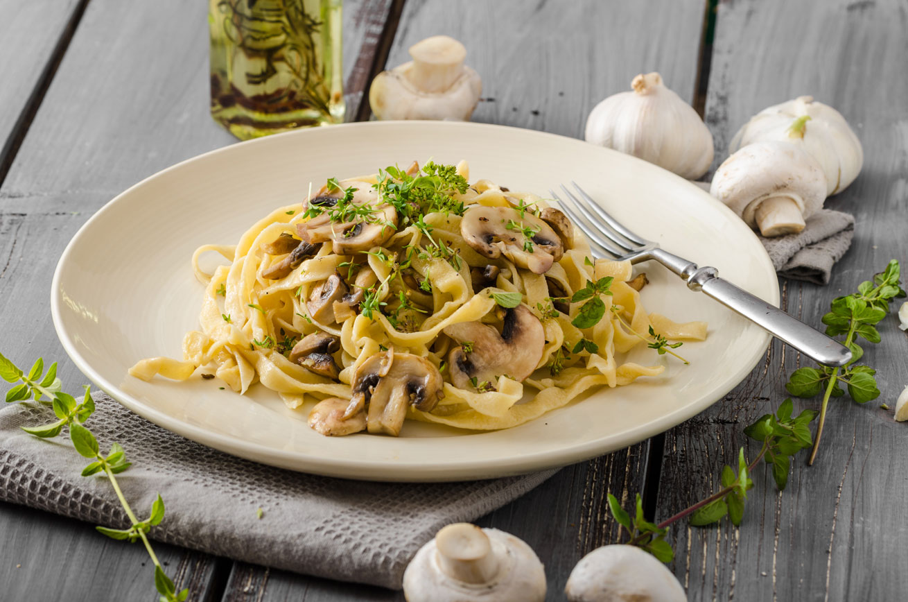 mushroom-fettuccine-pasta-truffle